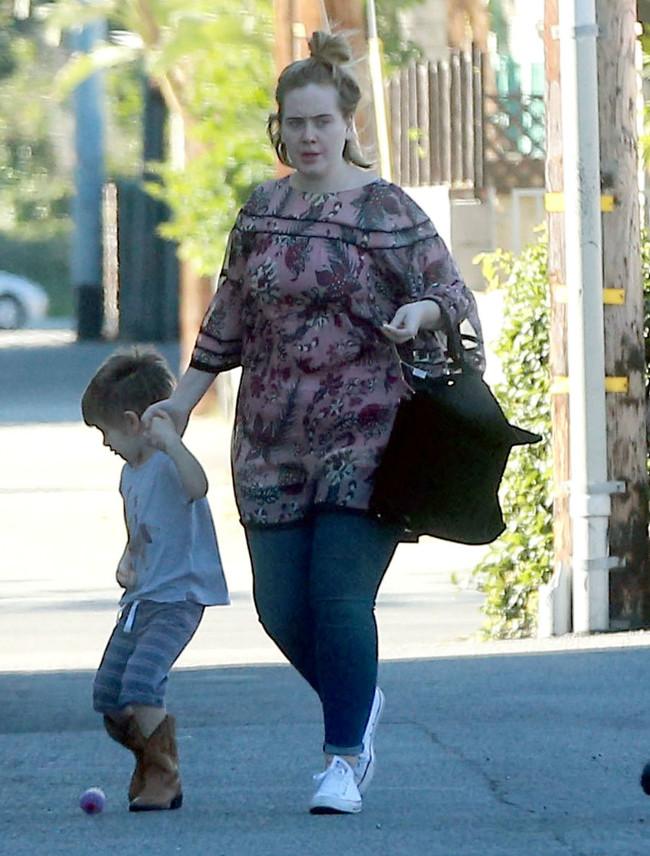 Адель также не стала отмалчиваться и прокомментировала все слухи и комментарии по поводу её ребёнка.