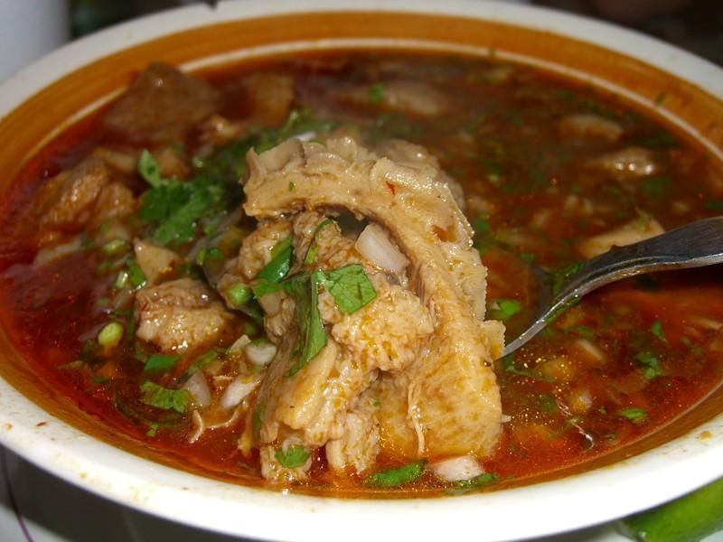 Наутро после бурной вечеринки мексиканцы варят суп под название «менудо», в который кладут&nb