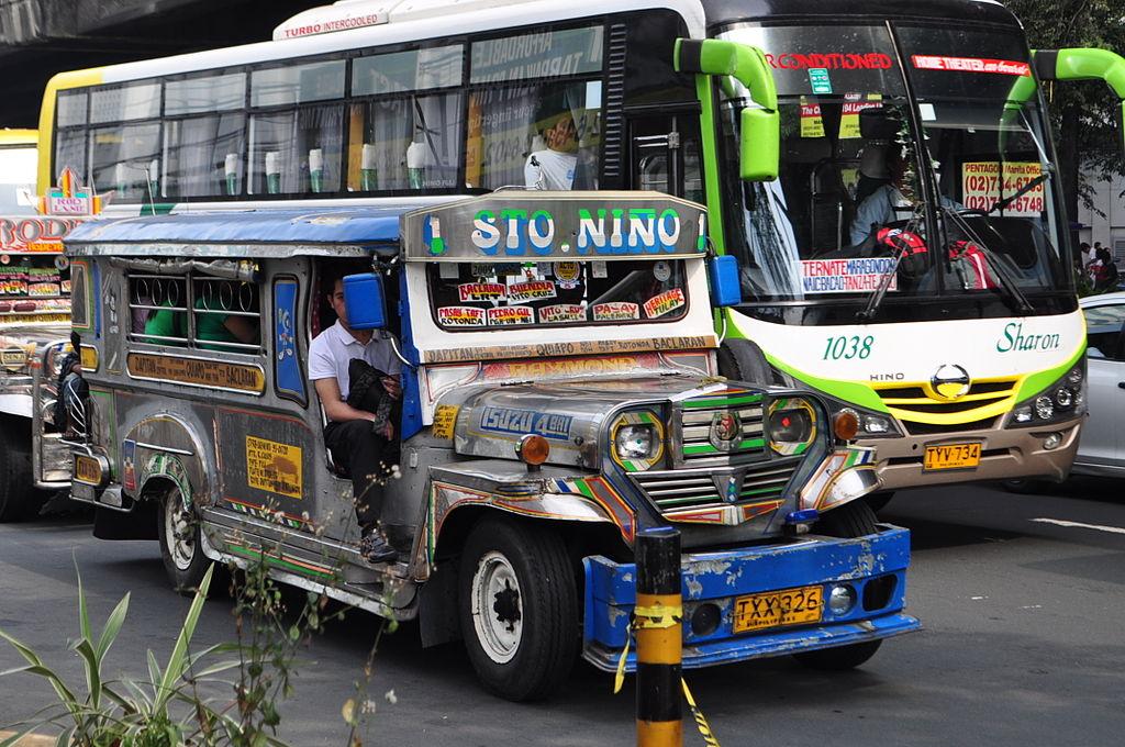 Есть также и междугородные автобусы, стоимость примерно 1 песо за километр (0,02 доллара). При этом