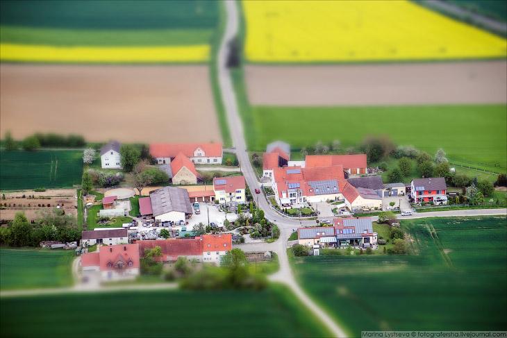 2. Средневековый городок Харбург теснится на отвесном склоне между рекой Вернитц и горой, на которой