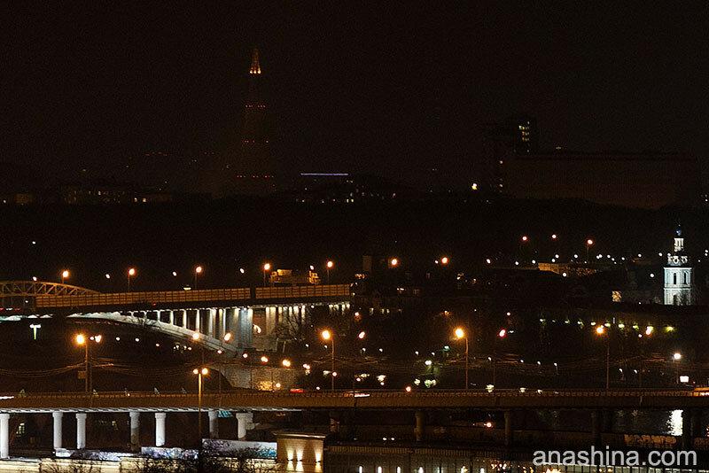 Шаболовская башня вечером