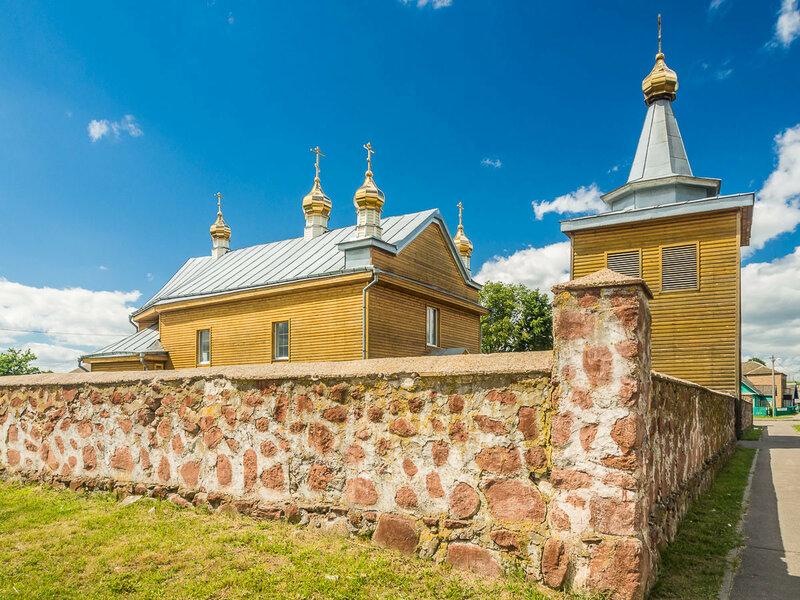 Есть в Трабах и православная церковь, построена во второй половине XVIII в.