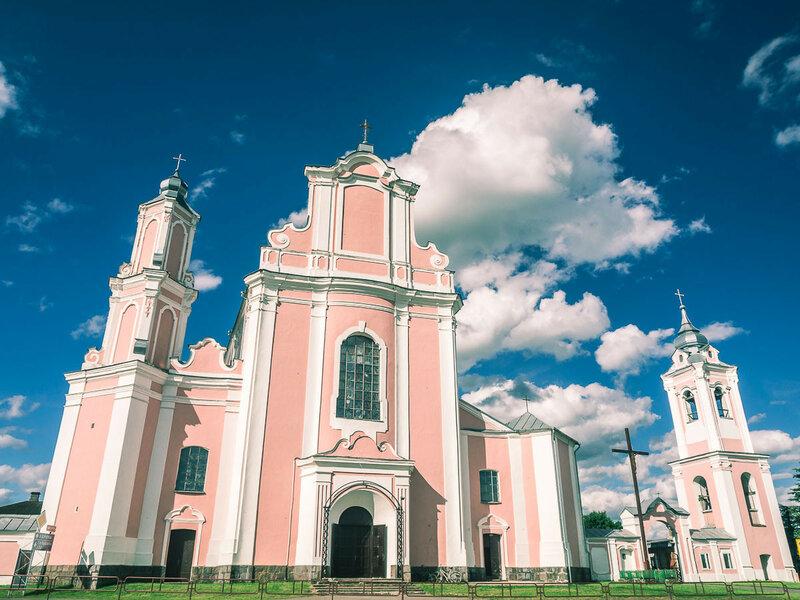 Костел св. Петра и Павла при монастыре базилиан. Интересен своей асимметрией.