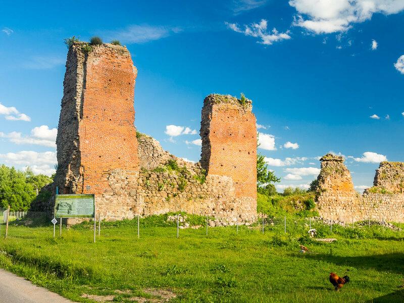 Здесь стоял замок.