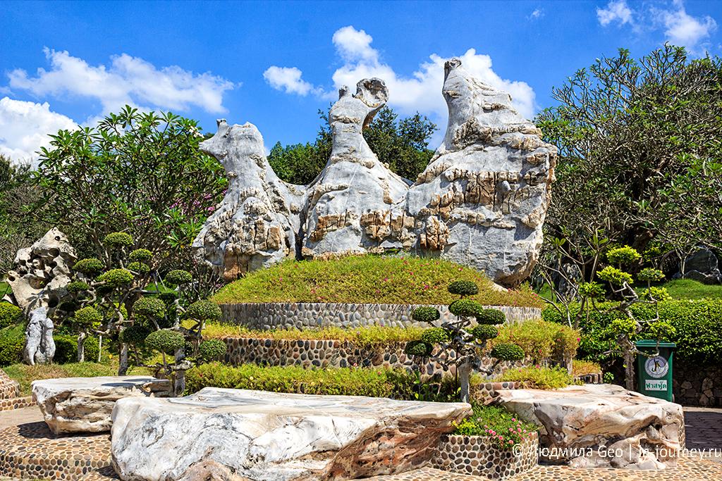 композиция с камнями в парке миллионолетних камней