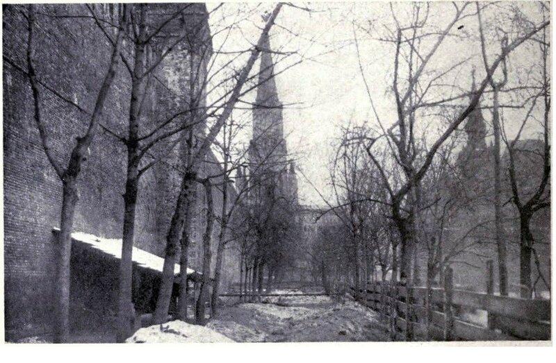 159131 У Кремлёвской стены. Первые братские могилы послебоёв 1917 года.jpg