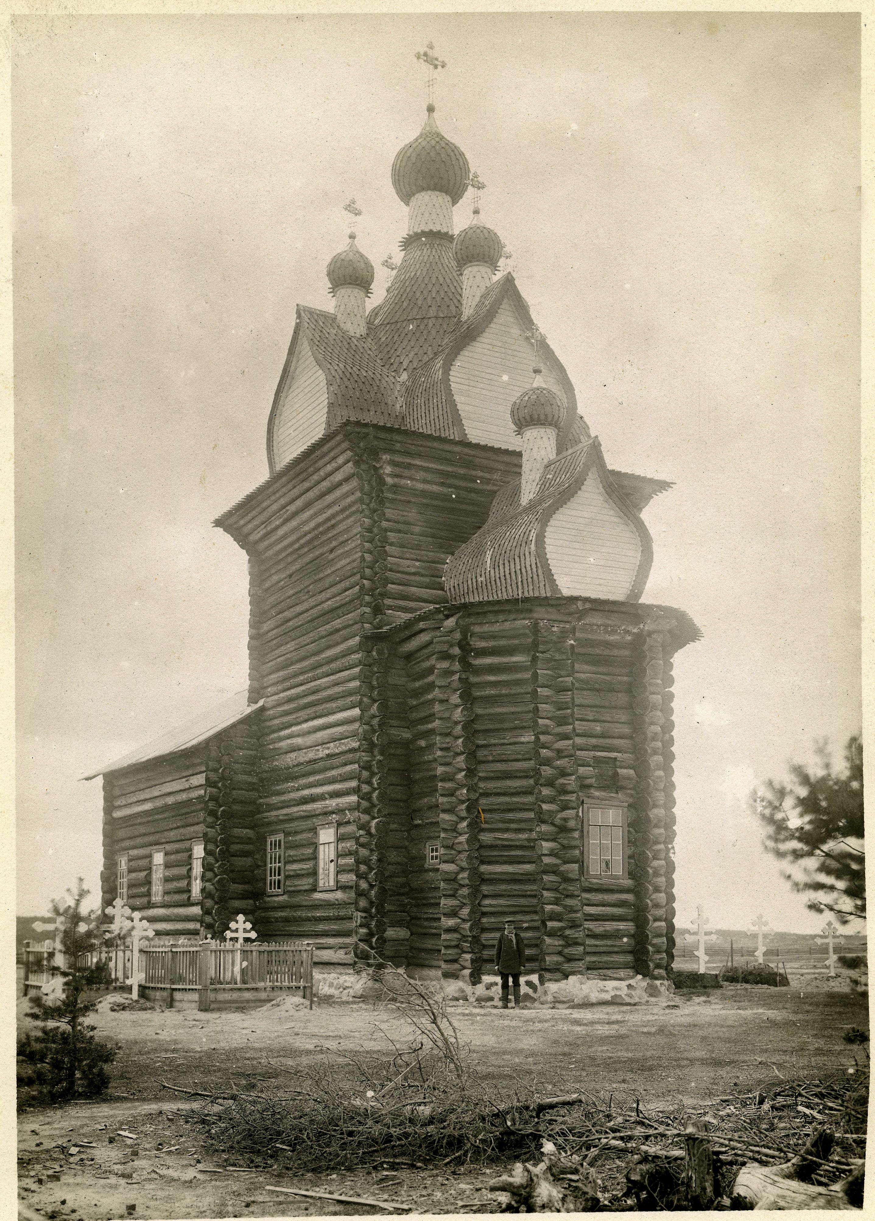 Церковь Николая Чудотворца 1687 года постройки в селе Сура после переноса на сельское кладбище с погоста в 1894 году, в результате которой были растесаны окна и зашиты доской бочки шатра. 1891