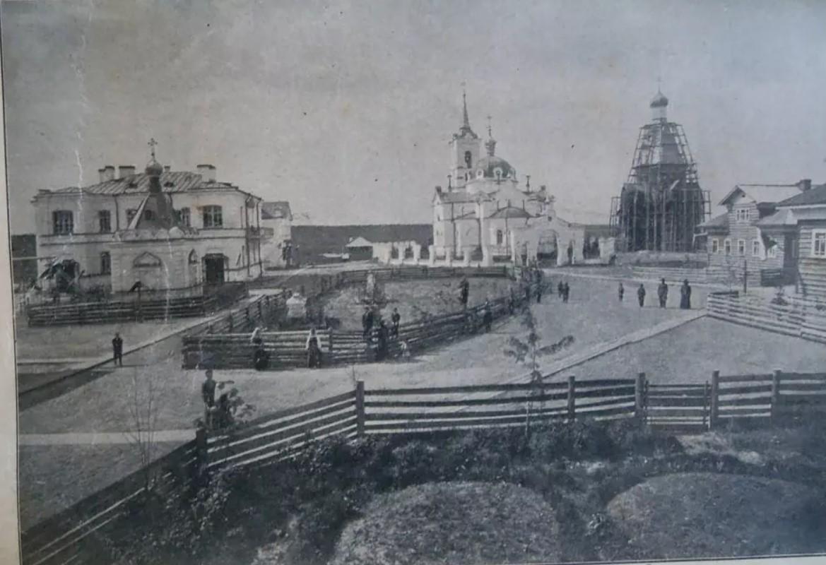 Комплекс монастырских построек, включая Никольскую церковь