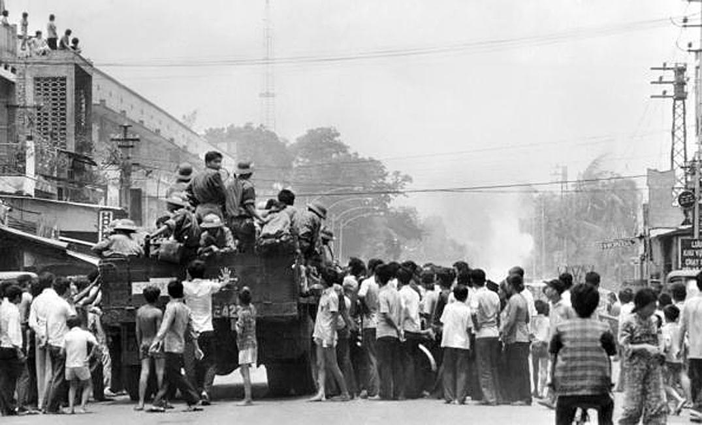 Северо-вьетнамские войска все еще на улицах Сайгона. 12 мая 1975