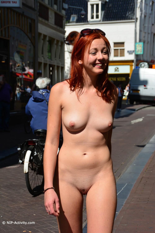 Elen разделась и прогулялась по Амстердаму