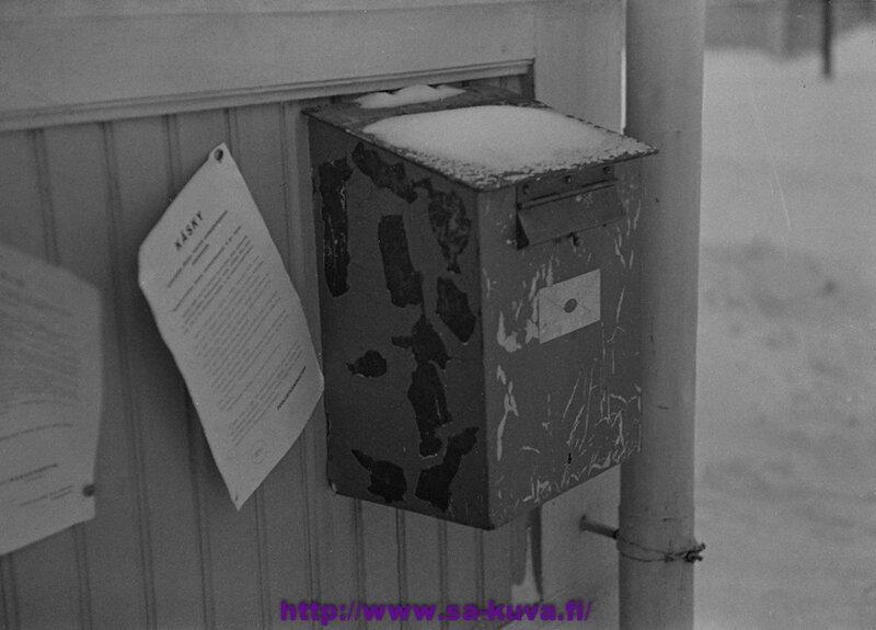 Postilaatikko Sortavalan pommituksen jälkeen.