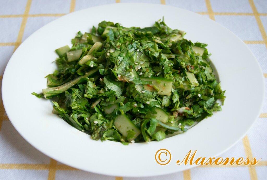 Салат из огурцов с кинзой. Корейская кухня