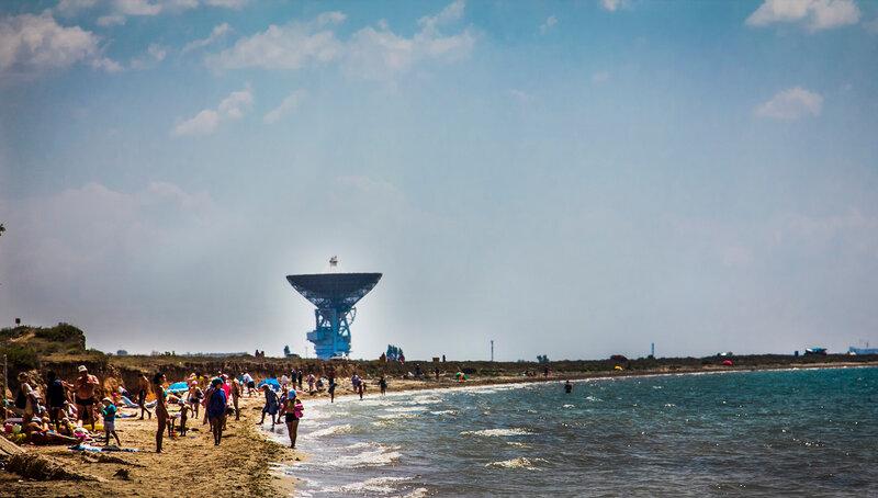 Витино. Берег моря и радиотелескоп П-2500 (РТ-70)