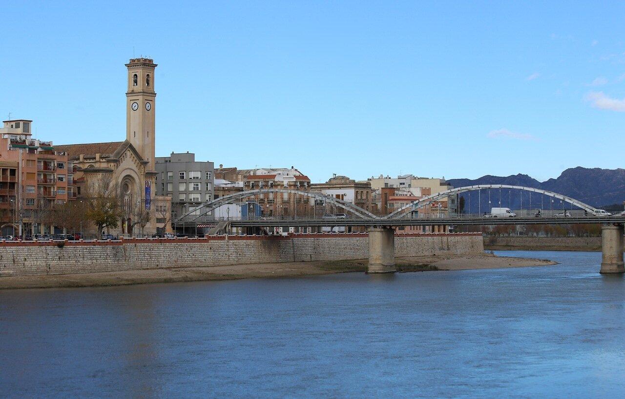 Tortosa, Church of the rosary. Iglesia del Roser, river Ebro, Ebro river,