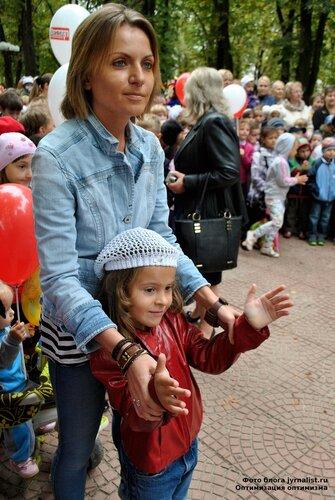 В Луганске ко Дню города открыли детскую площадку