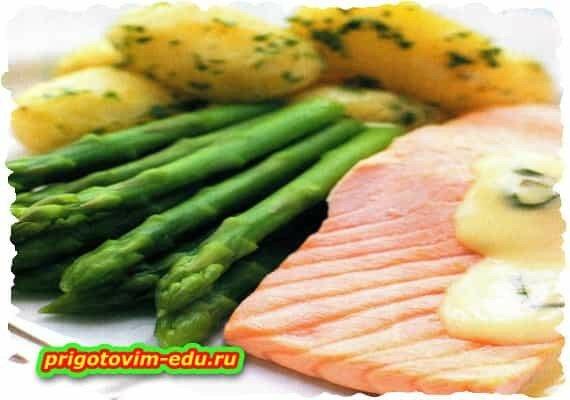 Семга со спаржей и картофелем на пару