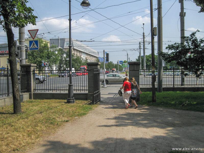 Московский парк Победы. Северо-восточный вход в парк. С него я и начал осмотр парка.