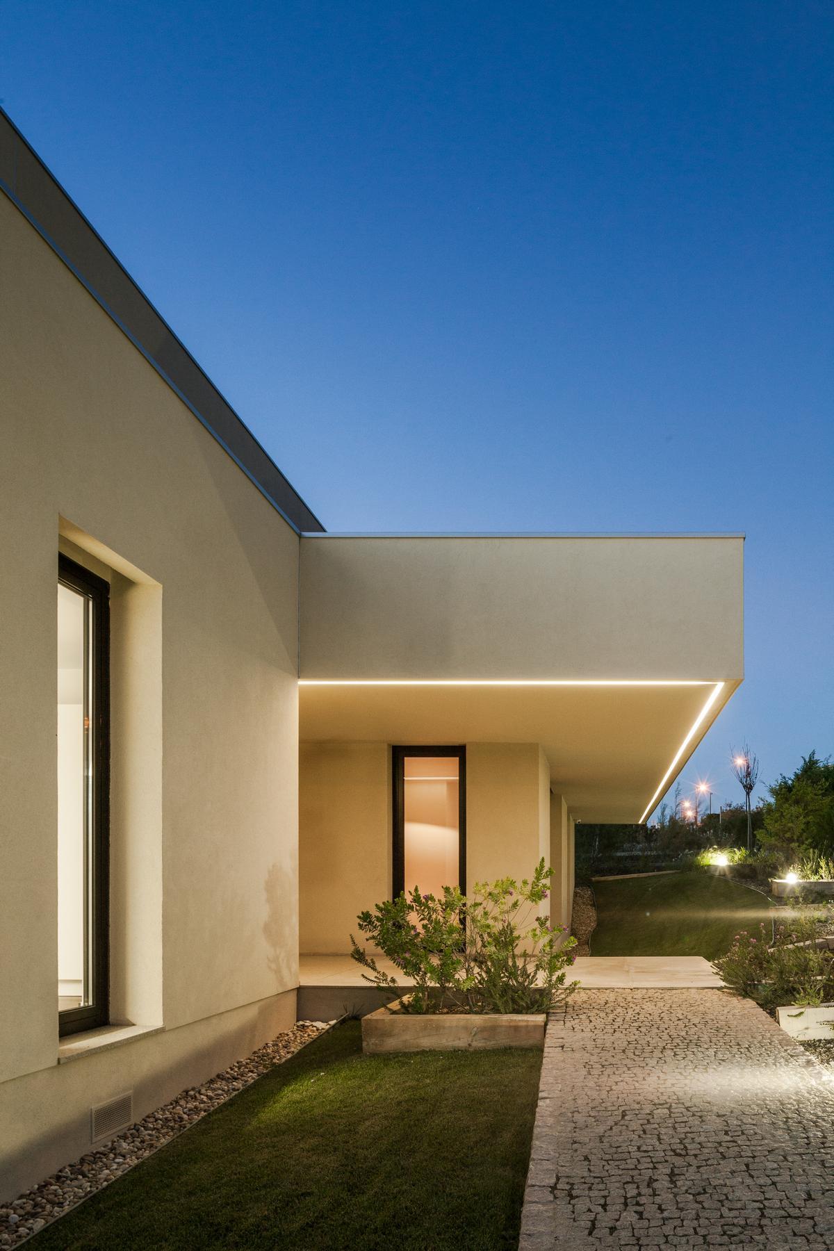 Joao Morgado, Goncalo Anastacio, Portico Vertical, Estudio Urbano Arquitectos, частные дома в Португалии, трехэтажный дом, терраса на крыше дома