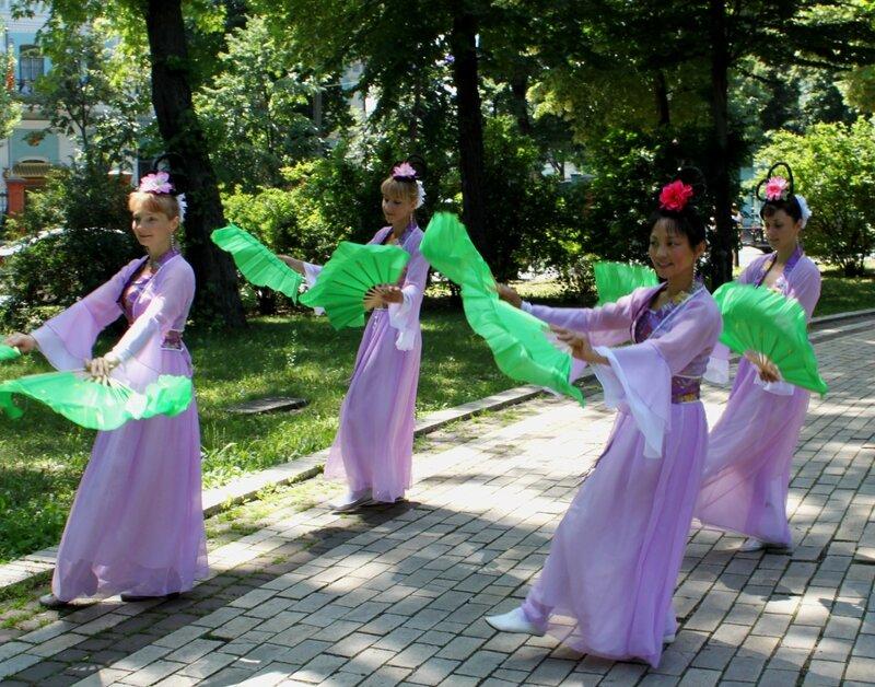 Китайские танцы в парке