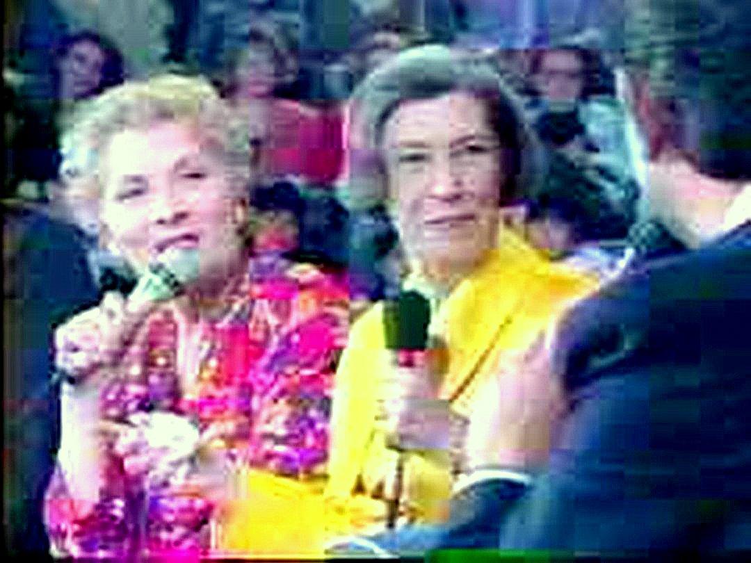 Справа настоящая жена Луи де Фюнеса, слева экранная.jpg