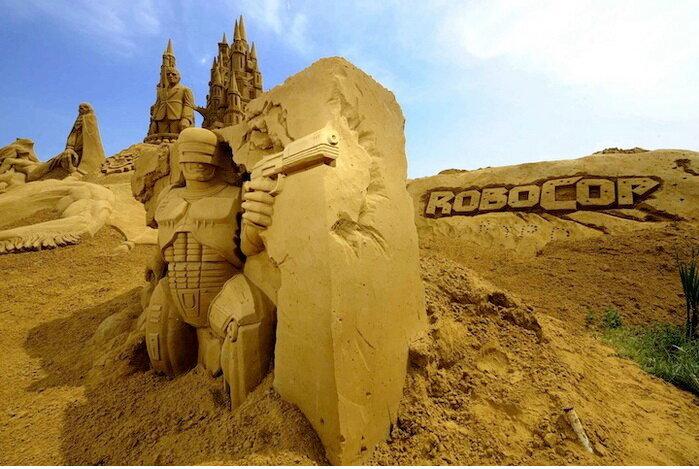 А Робокоп-то оказывается из песка...
