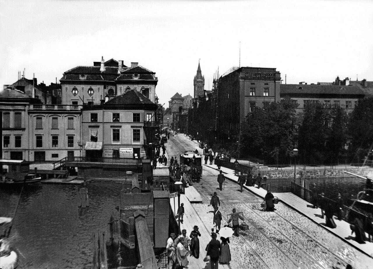 Отель Пруссия, старый Зелёный мост и вид на Замок. 1890 год