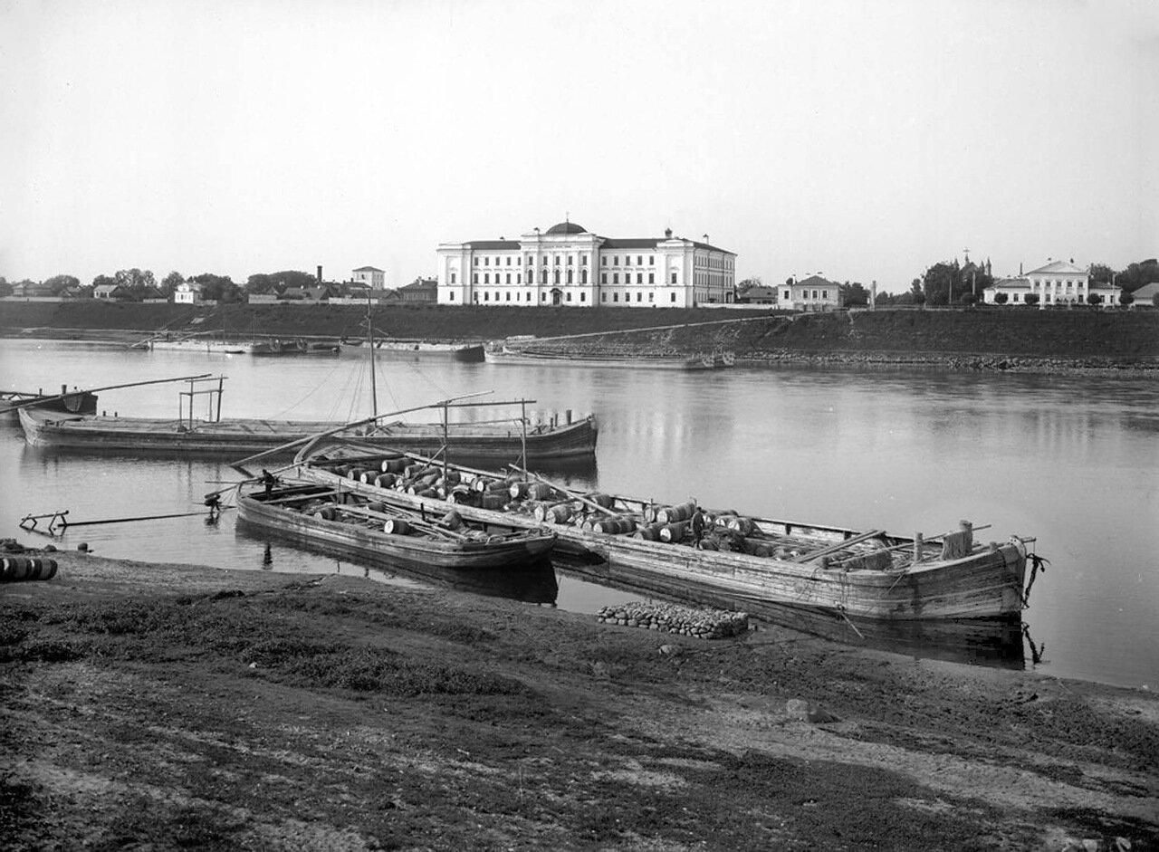 Общий вид набережной и Епархиального училища. 1903 г.