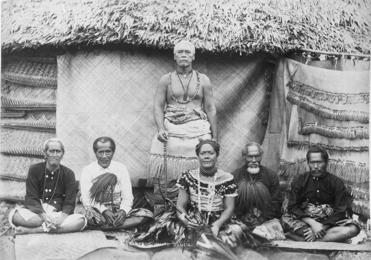 Матаафа, его жена, и вожди Малие, Самоа.1900.