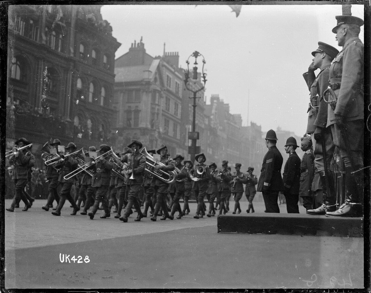 Австралийская группа имперских войск на параде в Лондоне