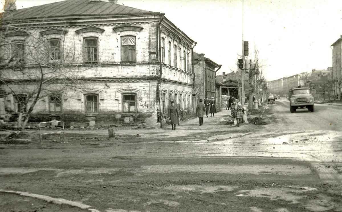 Вид улицы Екатерининская с перекрестка ул.Попова