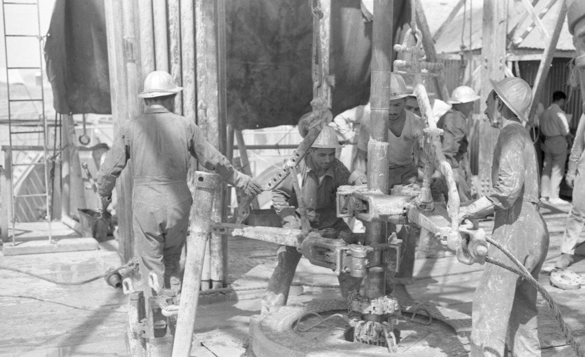 42. Работники нефтяной промышленности, Иран, 1958