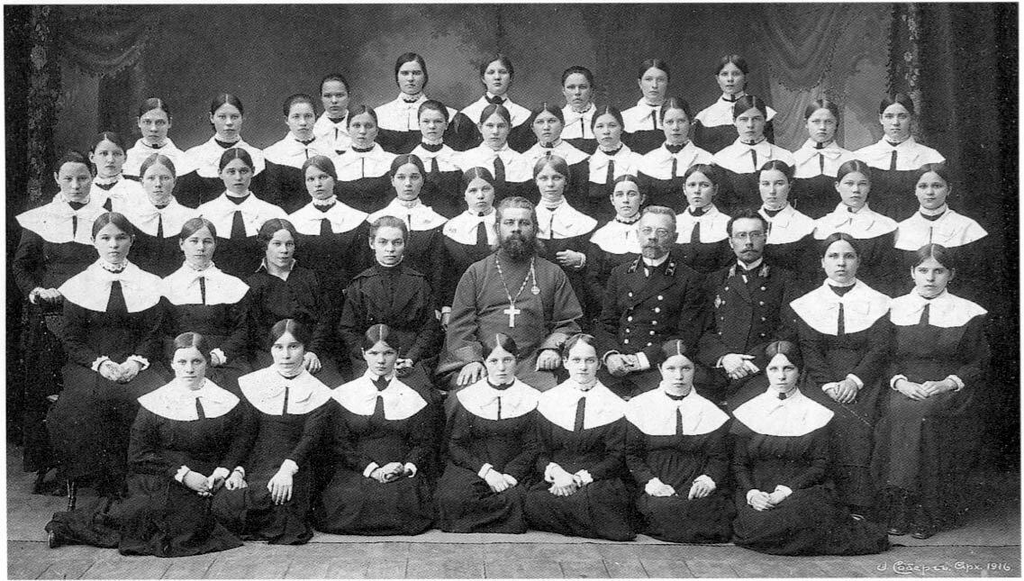 Архангельск. Выпускницы Архангельского епархиального училища. 1916.