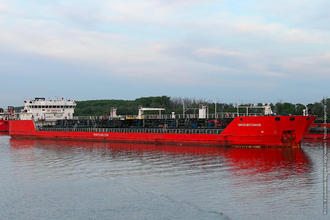 Дон. Нефтеналивной танкер «Чингиз Мустафаев» (2005 года постройки)