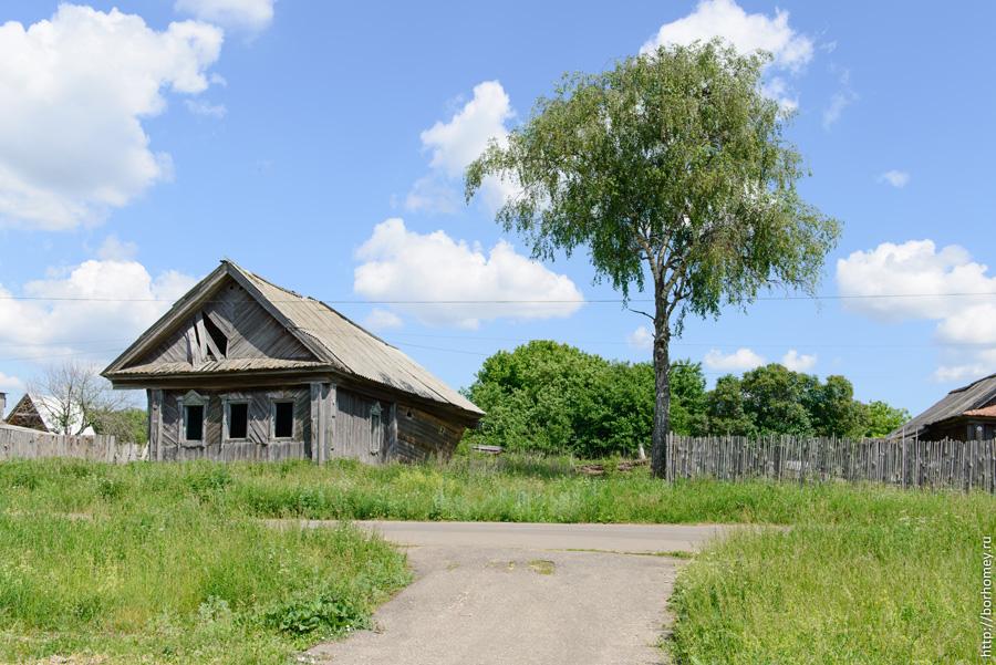заброшенный деревенский дом