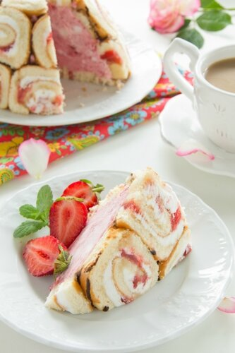 """Cake """"Charlotte royale"""" with ice cream and Swiss rolls."""
