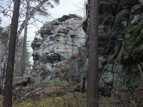 Сэтого ракурса скалы похожи налица людей