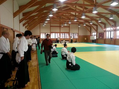 Сделал кадр перед семинаром, а в него случайно попал Ямада-сенсей.
