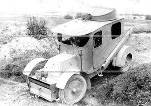 Обкатка бронированного автомобиля батальона по пересеченной местности