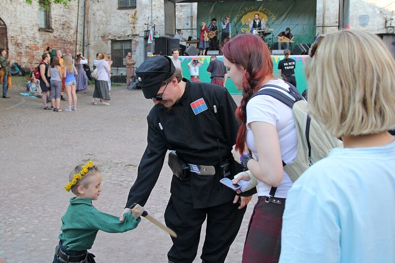 юный шотландский джедай совершает покушение на имперского офицера при исполнении - фестиваль «Майское дерево 2014»