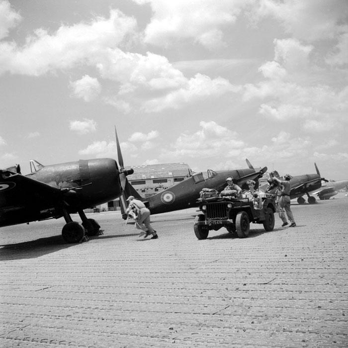 "Une mission du groupe d""avions de chasse Hellcat F6F5 ""Normandie-Niemen"" en mars 1951."