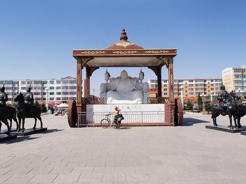 памятник в Баян Цаган, Baiyinchagan, Чахар Юихоуци, Chahar Youyi Houqi