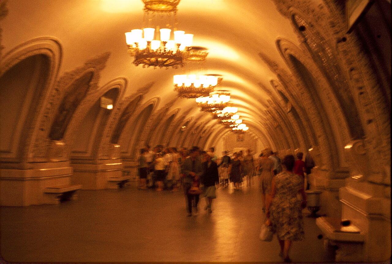 На станции метро Киевская