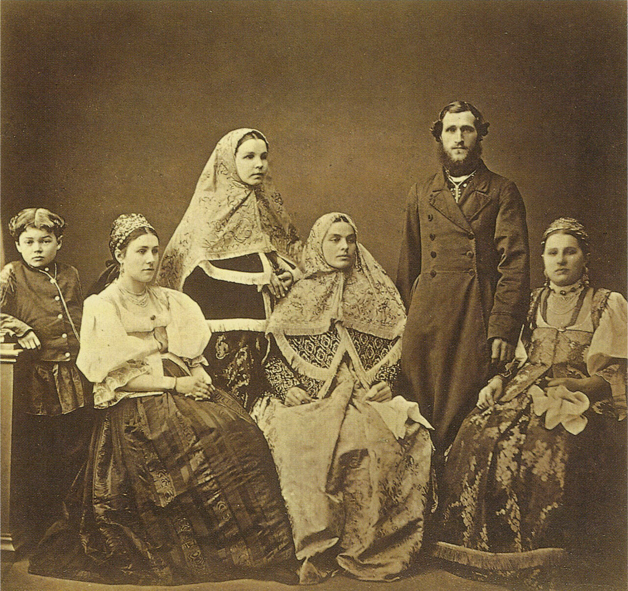 Крестьяне Боровского уезда Тульской губ. Фото А.О. Карелина 1870г.