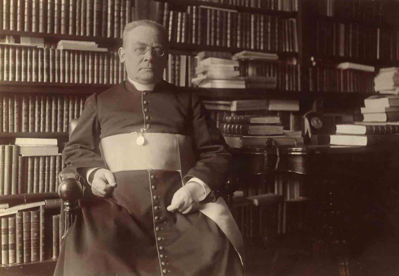 Его Высокопреосвященство кардинал Альфред-Анри-Мари Бодрийар (6 января 1859, Париж, Франция — 30 мая 1949, там же). Французский кардинал