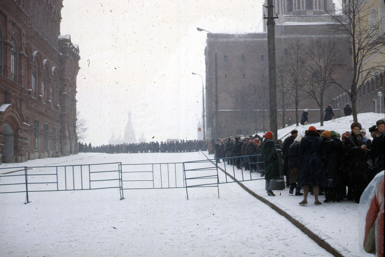 Crowds for Lenin Mausoleum
