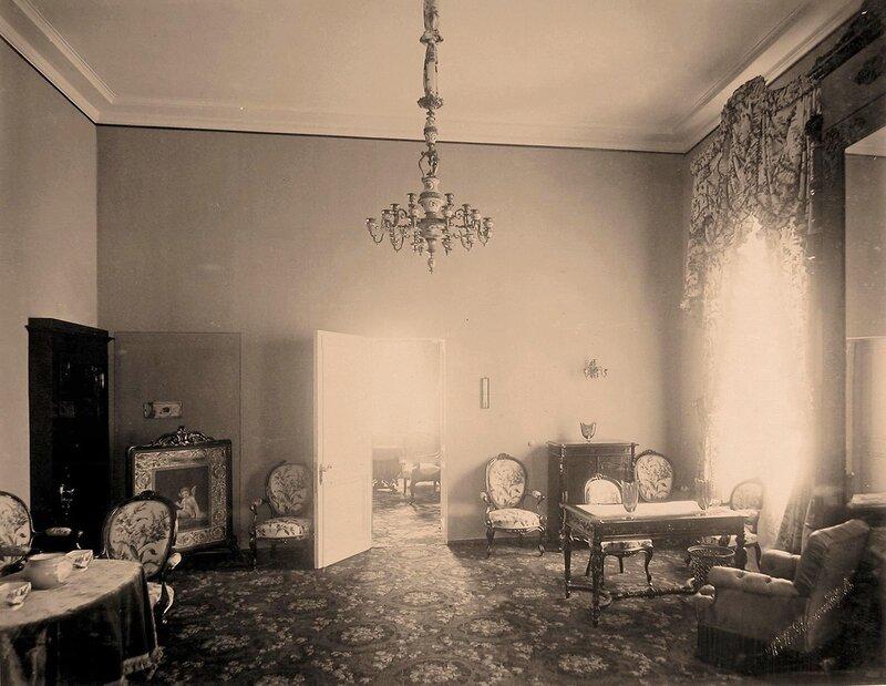 Интерьер гостиной в Петровском путевом дворце