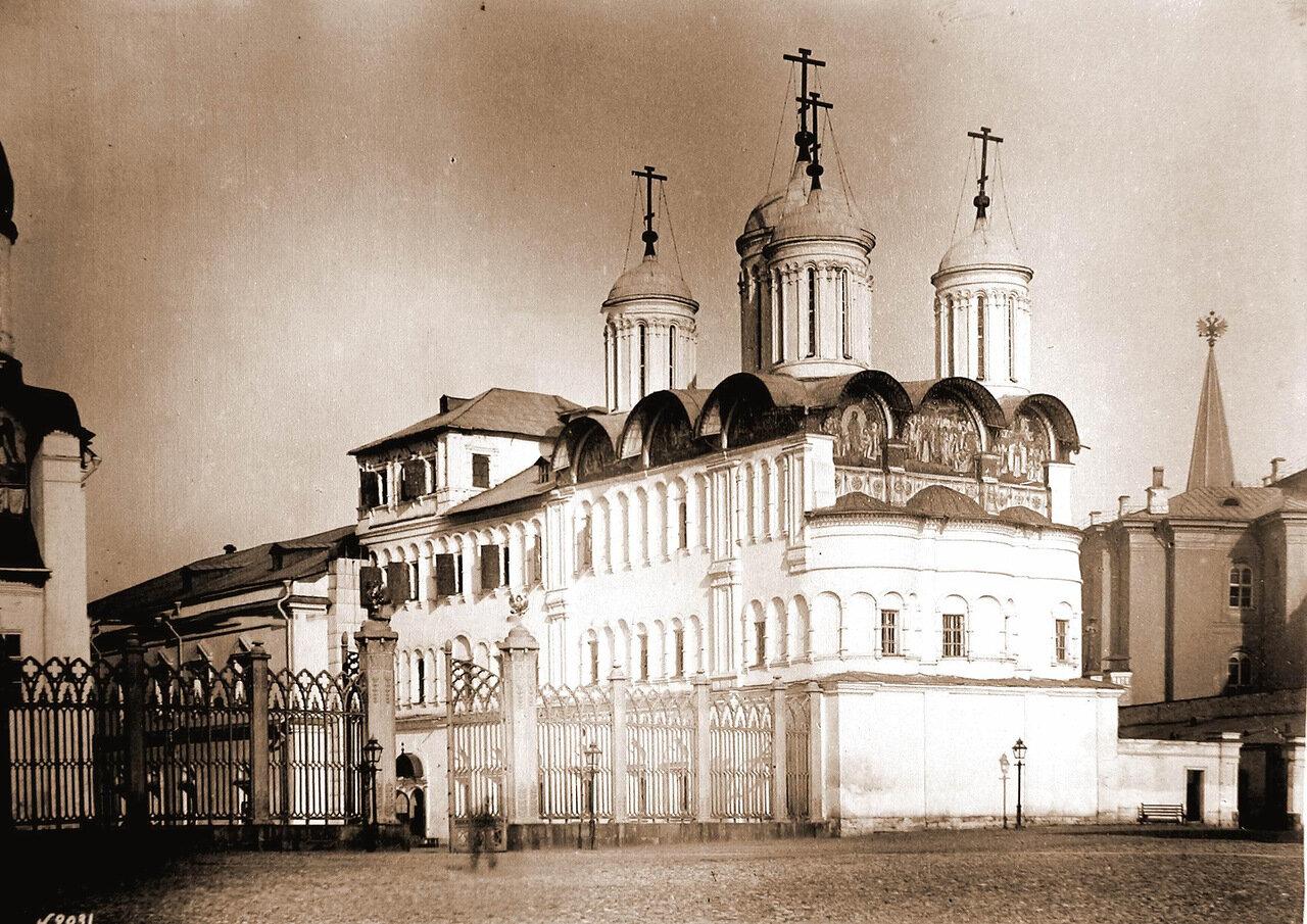 Вид собора Двенадцати Апостолов в Кремле - домовой церкви московских патриархов