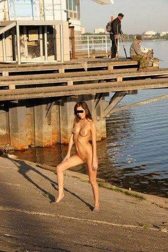 Эротическая фотосессия на улицах Казани — белым днём