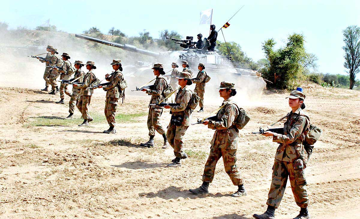 Сек с девушками в военной форме 23 фотография