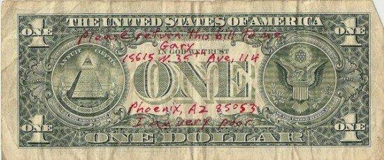 Странный способ зарабатывания денег (2 фото)